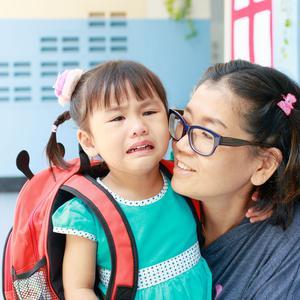 Pierwsze dni w przedszkolu: co ma zrobić nauczyciel, gdy dziecko płacze w przedszkolu?