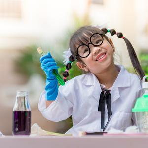 Eksperyment dla dzieci – 3 najlepsze i najprostsze eksperymenty, które dziecko wykona samodzielnie