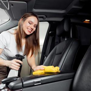 Kobieta za kierownicą, czyli moto-mama i jej osobisty auto detailing na co dzień
