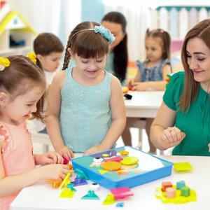 Kolory i kształty, a rozwój dziecka w wieku niemowlęcym i przedszkolnym