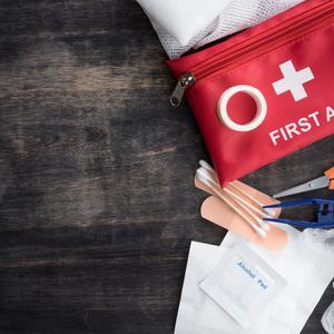 Apteczka pierwszej pomocy - co powinna zawierać apteczka?