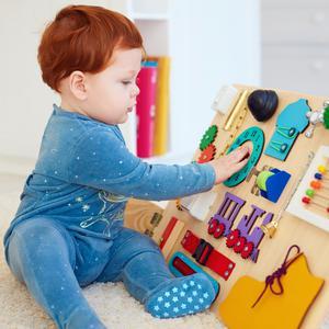 Tablica sensoryczna dla dzieci - dlaczego warto ją mieć?