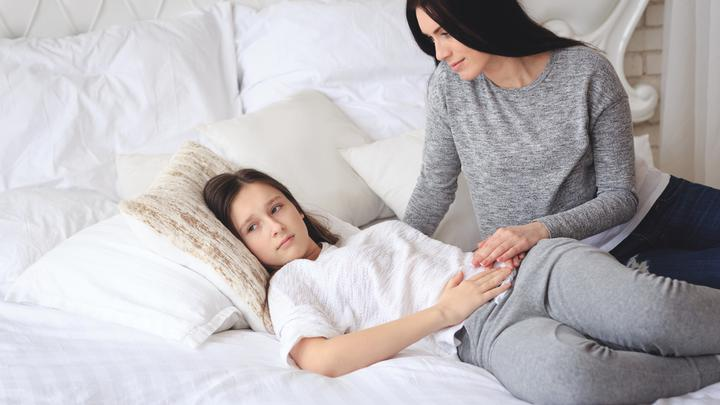 Pierwsza miesiączka u dziewczynek - jak pomóc dziecku, które zaczyna dojrzewać?