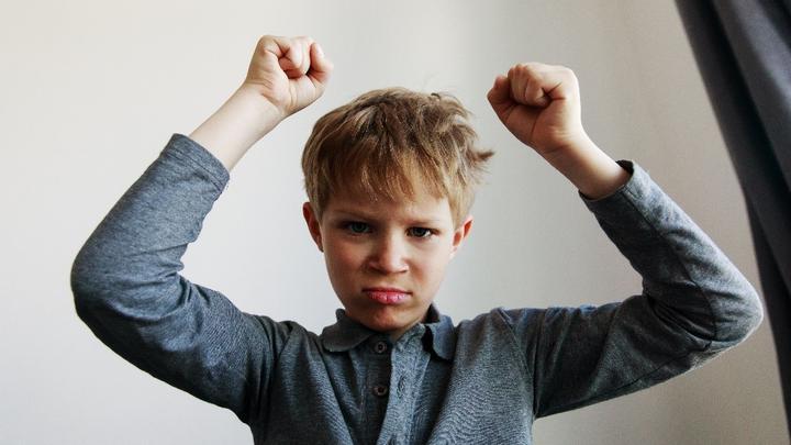 Agresywne dziecko w szkole: co robić?