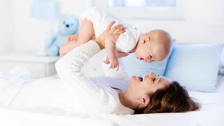 Zasypianie z dzieckiem – można spać z dzieckiem czy nie?