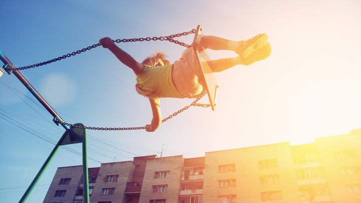Zabawy na dworze z kroniki rodzinnej, czyli jak spędzali czas nasi rodzice i dziadkowie?